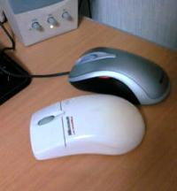 手前がIntelliMouse with IntelliEyeで、奥がComfort Optical Mouse 3000。